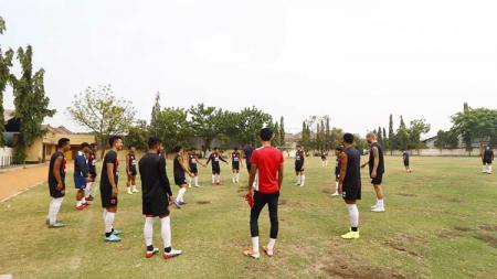 Latihan PSM Makassar di Lapangan Polda Jatim, Jumat (1/11/19) pagi. - INDOSPORT