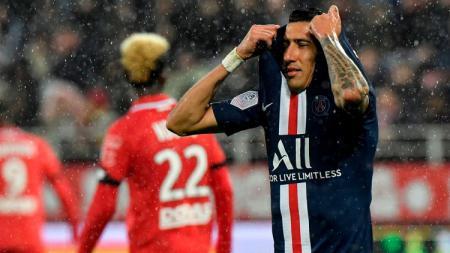 Angel Di Maria (kanan) tengah kecewa di laga PSG vs Dijon pada pekan ke-12 Ligue 1 Prancis, Sabtu (02/11/19) dini hari WIB. - INDOSPORT