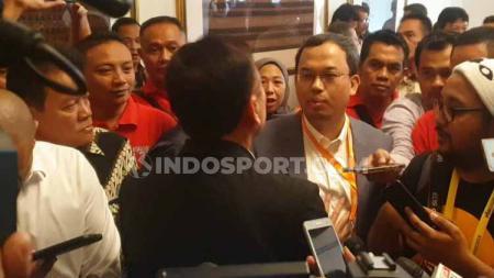 Calon ketua umum PSSI periode 2019-2023 Vijaya Fitriyasa dan Iwan Bule - INDOSPORT