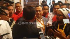 Indosport - Calon ketua umum PSSI periode 2019-2023 Vijaya Fitriyasa dan Iwan Bule
