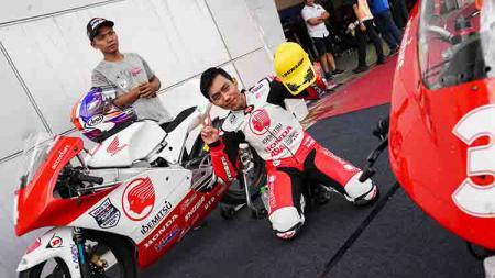 Asia Talent Cup resmi melengserkan nomor keramat pembalap muda Indonesia, Afridza Munandar yang meninggal dunia saat balapan di Sepang, Malaysia. - INDOSPORT
