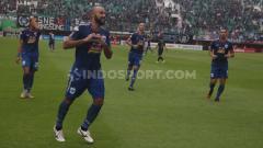 Indosport - Selebrasi pemain asing PSIS Semarang, Claudir Marini Jr usai Bobol Gawang PSS Sleman beberapa pekan lalu.