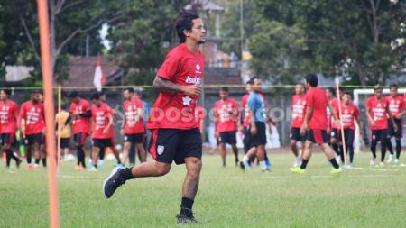 Winger Bali United, Irfan Haarys Bachdim saat menjalani latihan terpisah di Lapangan Trisakti Legian, Badung, Sabtu (02/11/19) sore - INDOSPORT