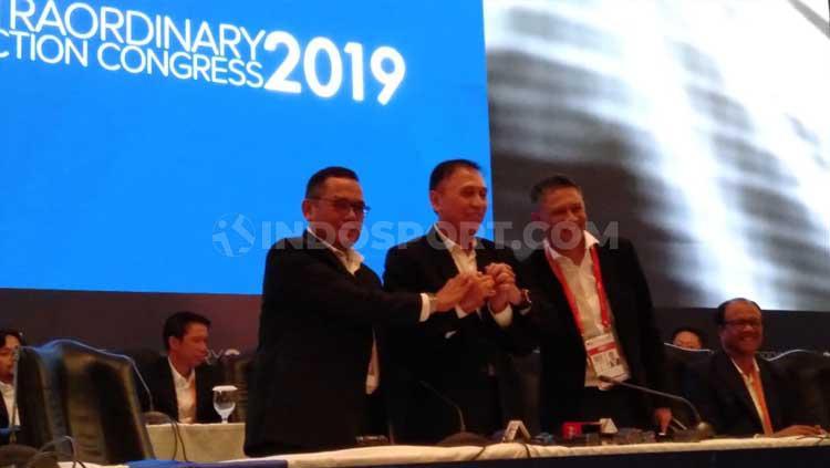 Ketum dan waketum PSSI terpilih, Iwan Bule (tengah), Cucu Soemantri (kiri), dan Iwan Budianto (kanan)/ Copyright: Shintya Anya Maharani/INDOSPORT