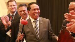 Indosport - Menpora Zainudin Amali resmi Kongres Luar Biasa PSSI dengan memukul gong