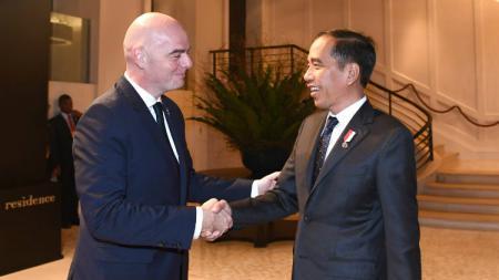 Federasi Sepak Bola Dunia, FIFA telah memberikan sumbangan dana kepada negara-negara anggota di tengah krisis akibat pandemi virus corona. - INDOSPORT