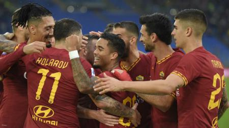 Selebrasi para pemain AS Roma usai mencetak gol ke gawang Napoli di giornata ke-11 Serie A Italia, Sabtu (02/11/19) kemarin malam WIB. - INDOSPORT