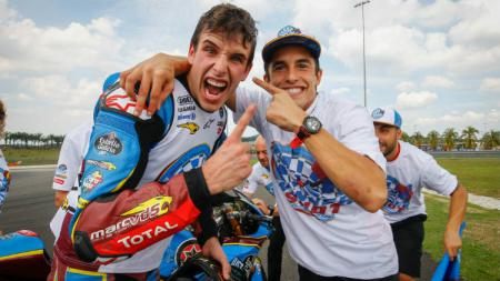 Marc Marquez (kanan) buka suara soal bergabungnya sang adik, Alex Marquez, ke tim Repsol Honda. - INDOSPORT