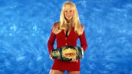 ecinta gulat di era 90-an pasti tidak bisa melupakan sosok diva Smackdown bernama Debra. Ya, pegulat tersebut kini memiliki penampilan berbeda dibanding saat masih tampil di atas ring. - INDOSPORT