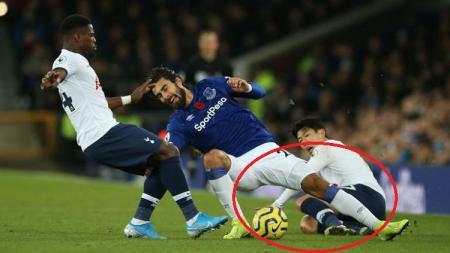 Gelandang Everton, Andre Gomes, masih berpeluang main pada musim ini usai menderita cedera parah dalam laga Liga Inggris melawan Tottenham Hotspur (3/11/19). - INDOSPORT