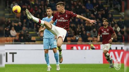 Krzysztof Piatek masih terus dikabarkan bakal didepak dari klub Serie A Liga Italia, AC Milan. - INDOSPORT