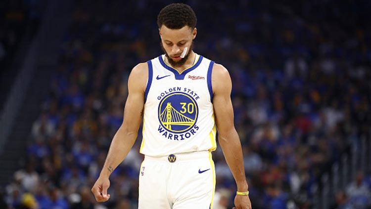 Pemain megabintang Golden State Warriors, Stephen Curry mendapat cedera patah tangan Copyright: Ezra Shaw/GettyImages