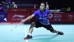 Indosport - Wakil Indonesia, Anthony Sinisuka Ginting, kalah dari tuan rumah Hong Kong, Lee Cheuk Yiu, di final tunggal putra Hong Kong Open 2019