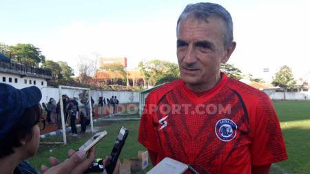 Milomir Seslija mengaku sangat antusias setelah kekuatan Arema FC pelan tapi pasti segera komplit jelang super big match Liga 1 2019 kontra Persija Jakarta. - INDOSPORT