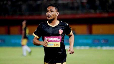 Striker muda Aulia Hidayat jadi pahlawan Badak Lampung usai golnya menit ke-91 ke gawang Borneo FC memaksakan hasil imbang. - INDOSPORT