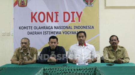 Ketua Umum KONI DIY, Djoko Pekik Irianto, memaparkan pihaknya menyambut baik terpilihnya Indonesia sebagai tuan rumah Piala Dunia U-20. - INDOSPORT