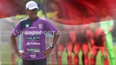 Indosport - Eddy Harto mantan pelatih kiper Bali United yang kini menjadi juru taktik kiper di Persiraja Banda Aceh.