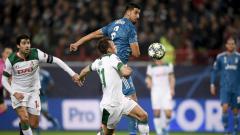 Indosport - Aksi pemain Juventus saat berhadapan dengan Lokomotiv Moskow di Liga Champions
