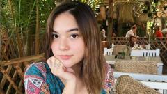 Indosport - Model seksi, Demi Langston, unggah foto di kolam renang, Netizen: Ono macan tutul gaes!