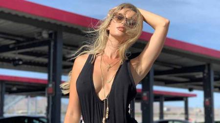 Model cantik dari majalah dewasa Playboy yang bernama Doreen Seidel, yang ternyata memiliki impian untuk menjadi pembalap Formula 1 wanita. - INDOSPORT
