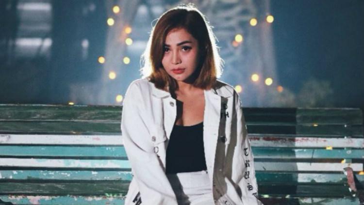Penyanyi dangdut Chacha Sherly diketahui sebagai Bonek alias suporter Persebaya Copyright: jagodangdut.com
