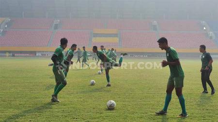 Skuat PSMS Medan menjalani latihan di Stadion Gelora Sriwijaya Jakabaring, Palembang, Jumat (8112019) pagi. - INDOSPORT
