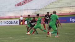 Indosport - Pasca Kekalahan Persipura Jayapura dari Bhayangkara FC dalam Shopee Liga 1 2019, Kamis (07/11/19), sang pelatih Jacksen Tiago memberikan pembelaanya.