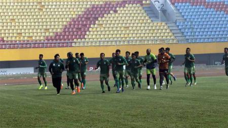Skuat PSMS Medan menjalani Official Training (OT) di Stadion Gelora Sriwijaya Jakabaring, Palembang, Jumat (8112019) pagi. - INDOSPORT