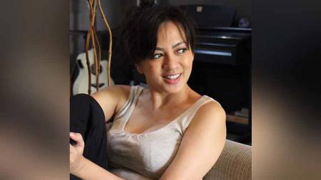 Yeyen Lidya baru-baru ini membuat penggemarnya tergoda usai memamerkan aktivitas olahraga yang membuat tubuhnya banjir keringat. - INDOSPORT