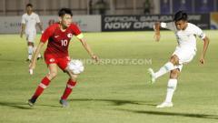 Indosport - Pemain Timnas Indonesia U-19, David Maulana (kanan) mendapat pujian dari seniornya pemain asal klub Liga 1 Bali United, Fadil Sausu.