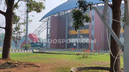 Tampilan luar dari samping Stadion Gelora Sriwijaya Jakabaring Palembang. - INDOSPORT