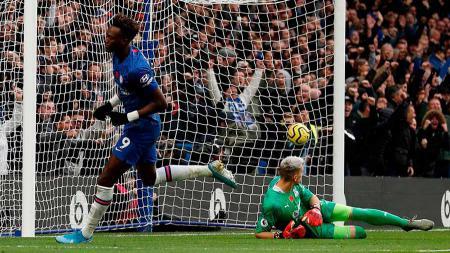 Selebrasi pemain Chelsea, Tammy Abraham usai mencetak gol ke gawang Crystal Palace pada Liga Primer Inggris di Stamford Bridge, London, Sabtu (09/11/19). - INDOSPORT