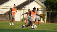 Indosport - Billy Keraf resmi bergabung dengan Persita Tangerang dari Kalteng Putra.