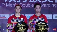 Indosport - Kevin Sanjaya/Marcus Gideon saat meraih gelar Fuzhou China Open 2019.
