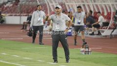 Indosport - Pelatih Timnas Indonesia U-19, Fakhri Husaini pada laga pertandingan antara Indonesia U-19 vs Korea Utara U-19, Kualifikasi Piala Asia U-19 di GBK, Jakarta.