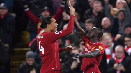 Bek milik klub sepak bola Liga Inggris Liverpool, Virgil van Dijk meninggalkan kewajibannya untuk membela Timnas Belanda di kualifikasi akhir Euro 2020 melawan Estonia. - INDOSPORT
