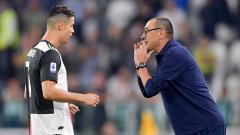 Indosport - Cristiano Ronaldo dan Maurizio Sarri pada laga saat melawan Hellas Verona.