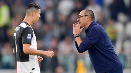 Cristiano Ronaldo mengirimkan peringatan ke Maurizio Sarri jika dirinya lebih senang bermain dengan Paulo Dybala dan Gonzalo Higuain secara bersamaan - INDOSPORT