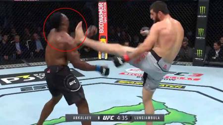 Petarung Mixed Martial Arts (MMA) asal Rusia, Magomed Ankalaev berhasil membuat musuhnya sempoyongan dan Knock Out (KO) hanya dengan teknik tendangan. - INDOSPORT