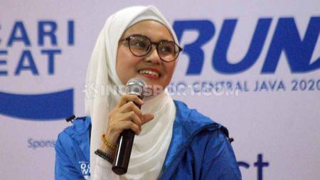 Di tengah-tengak kesibukannya sebagai artis, Zee Zee Shahab ternyata selalu menyempatkan diri untuk berolahraga lari. - INDOSPORT