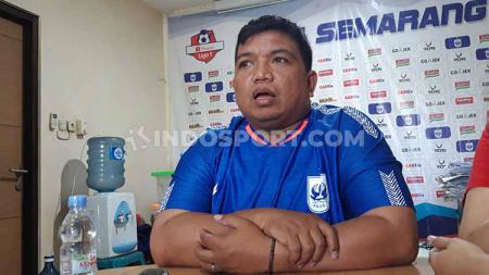 Panpel PSIS Semarang menurunkan beberapa harga tiket saat mereka menjamu Semen Padang pada Liga 1 di Stadion Moch Soebroto, Magelang, Jumat (13/12/19). - INDOSPORT