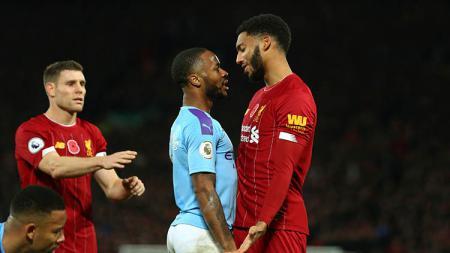Raheem Sterling berikan reaksi ke rekannya di Timnas Inggris, Joe Gomez yang dihina fans. - INDOSPORT