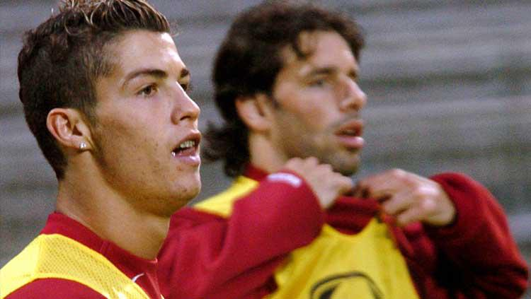 Cristiano Ronaldo-Ruud van Nistelrooy semasa di Man United. Copyright: Goal