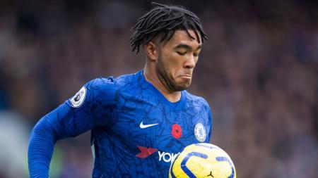 Wonderkid Chelsea, Reece James, mendapat julukan monster dari rekannya di The Blues usai berhasil mematikan pergerakan Wilfried Zaha - INDOSPORT