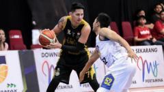 Indosport - Daniel Wenas saat masih membela klub basket Bogor Siliwangi di IBL.