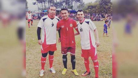 Marwan Sayedeh bersama Cristian Carrasco mengikuti turnamen tarkam. - INDOSPORT