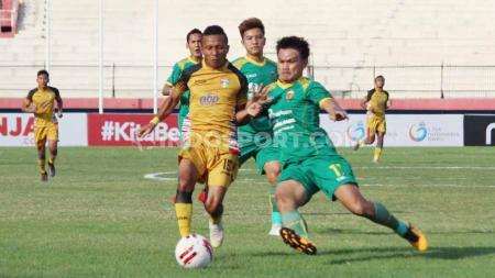Mitra Kukar harus bermain imbang 1-1 dengan Sriwijaya FC dalam pertandingan kedua babak 8 besar Liga 2 2019 yang digelar di Stadion Gelora Delta, Sidoarjo, Rabu (13/11/19). - INDOSPORT