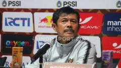 Indosport - Pelatih Timnas Indonesia U-23, Indra Sjafri saat konfrensi pers.
