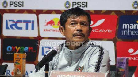 Pelatih timnas Indonesia U-23, Indra Sjafri saat konfrensi pers usai pertandingan uji coba kontra Iran U-23, Rabu (13/11/19). - INDOSPORT