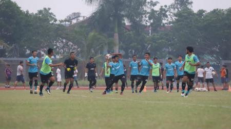 Skuat Persita Tangerang melakukan latihan di Stadion Atletik Jakabaring Sport City, Palembang, Rabu (13/11/2019). - INDOSPORT
